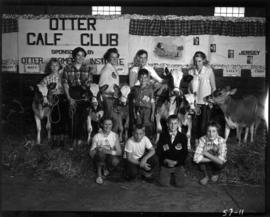 Otter Calf Club members with cattle