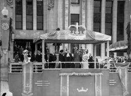 [King George VI and Queen Elizabeth at reception outside City Hall]