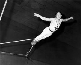 Cardonas : [publicity photo of trapeze artist]
