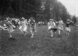 Women's foot race