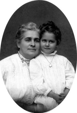 "[""Miss Cora Laundon and Dorothy, 4 1/2 years']"