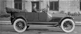 "O.D. Lampman, Esq. in his ""18"" 6 cyl. Studebaker Special"