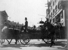 [T.R.H. Duke and Duchess of Cornwall and York approaching the Courthouse]