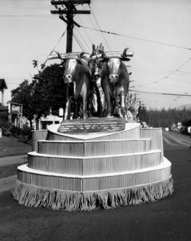 Unidentified oxen float in 1947 P.N.E. Opening Day Parade