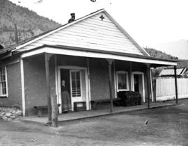 Cummin's store with woman and dog