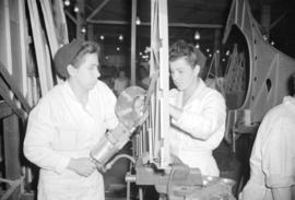 [Women assembling airplane parts at the Boeing plant on Sea Island]