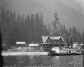"[The sternwheeler ""Skeena"" in front of the Wigwam Inn]"