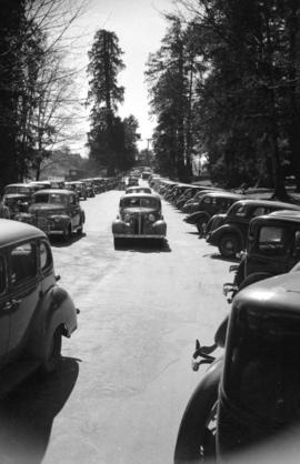 [Parked cars and traffic along Coal Harbour drive in Stanley Park]