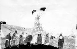 Group of Indians, tepees at Sun Dance, Gleichen, N.W.T.