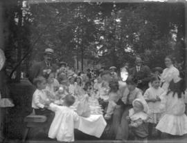 [Unidentified group picnic]