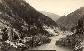 Hill's [Hell's] Gate Canyon, Fraser River