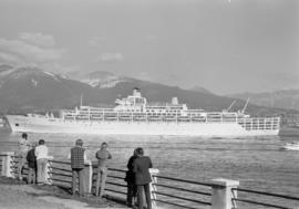 People watching the Oriana from shore