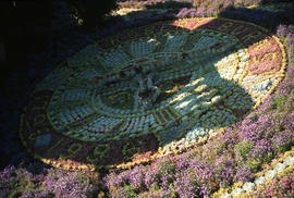 Landscape - bedding and borders : floral clock bedding at Edinburgh
