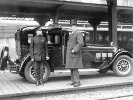 [Governor General Lord Byng at C.N. Station during his farewell visit]