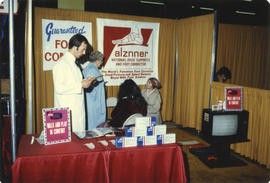 Alznner Arch Support display booth