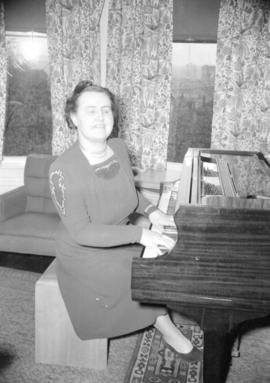 [Miss Mary Munn, blind pianist, seated at her piano]