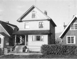 "View of ""old"" (ca 1909?) one storey house at 1655 Adanac Street"