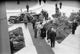 [Mayor Lyle J. Telford greets King George VI and Queen Elizabeth outside City Hall]