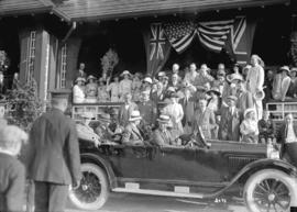 [United States President Warren G. Harding in car leaving Shaughnessy Heights Golf Club]