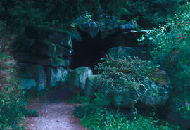 Gardens - United Kingdom : grotto at Chatsworth