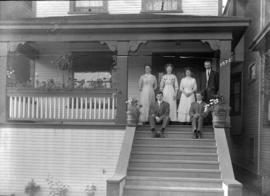 [Unidentified members of the Davidson family]
