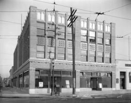 [Dick building at southeast corner of 9th Avenue (Broadway) and Granville Street]
