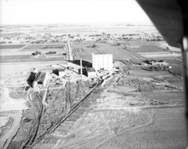 Construction photograph [Taber, Alberta refinery?]