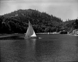 [Sailboat leaving the Bowen Island harbour]