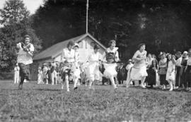 Music dealers picnic, ladies' running race