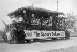 [The Suburb De Luxe 1908-1920 float]