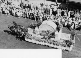 [The horse-drawn Canadian Pacific Exhibition float in the Exhibition parade]