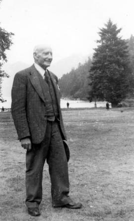 [William Menzies Bruce at B.C. Sugar Refinery picnic]