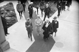 [Mayor and Mrs. Lyle J. Telford escort King George VI and Queen Elizabeth]