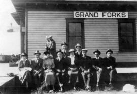 [Vaudeville group (A.T. Layne, centre back row, Daisy D'Avara, centre front, on Grand Forks ...