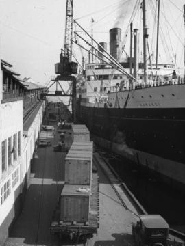 "[The ""Aorangi"" at dock]"