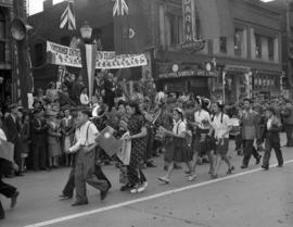 [Children marching in a Victory parade in Chinatown]