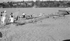 [People on Kitsilano Indian Reserve beach, east of Chestnut Street]
