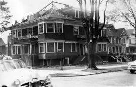 [Residence at Pendrell and Bute Streets being demolished]
