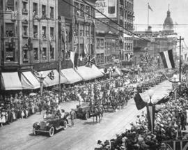 [President and Mrs. Harding in a car leading a procession along Granville Street]