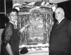 [Miss Isobel O. Hamilton and J.S. Matthews unveil a bronze plaque to commemorate Lauchlan Alexand...