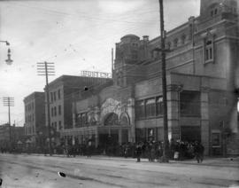 [Crowds in front of the Vancouver Opera House - 759 Granville Street]