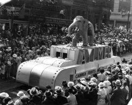 1st prize 1936 Aug. : [Aylmer Co. float in parade]