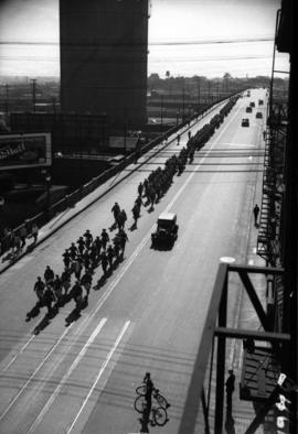 [Troops crossing the Georgia Viaduct]