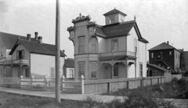 [Houses on 400 block Alexander Street, between Dunlevy and Jackson Avenue]