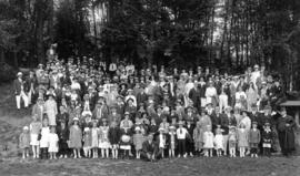 Music dealers picnic, group photo of all attendees