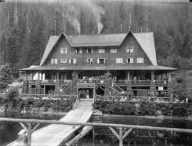 [View of Wigwam Inn from dock]