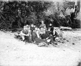 [Men and women assembled on beach for picnic]