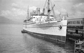 "[C.P.R. ship ""Empress of Canada"" at dock]"