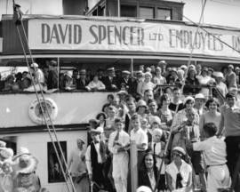 "Spencer's picnic leaving Union dock [party aboard ""Lady Alexandra""]"