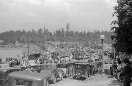[Crowds at the Georgia Street entrance to Stanley Park]